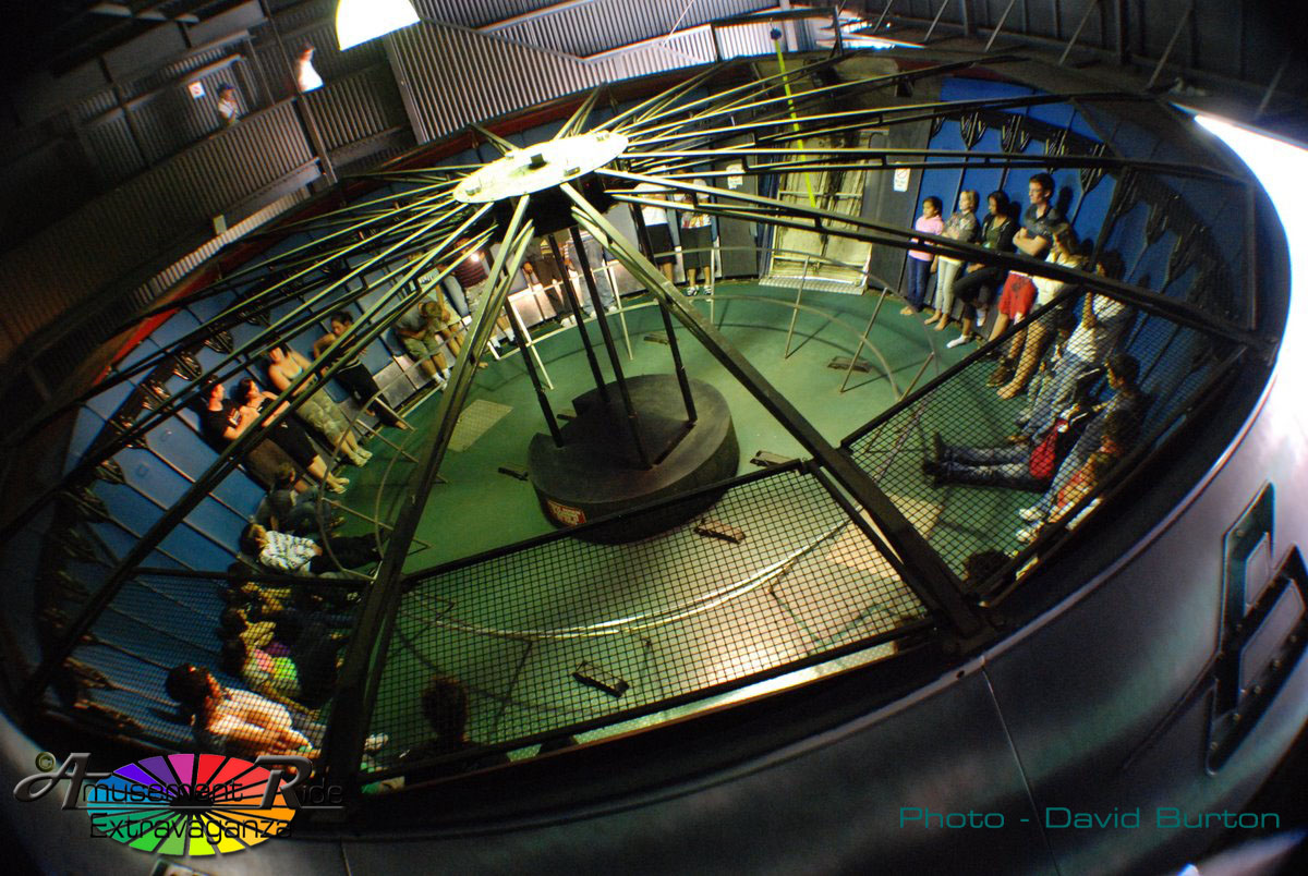 gravitron-dreamworld.jpg